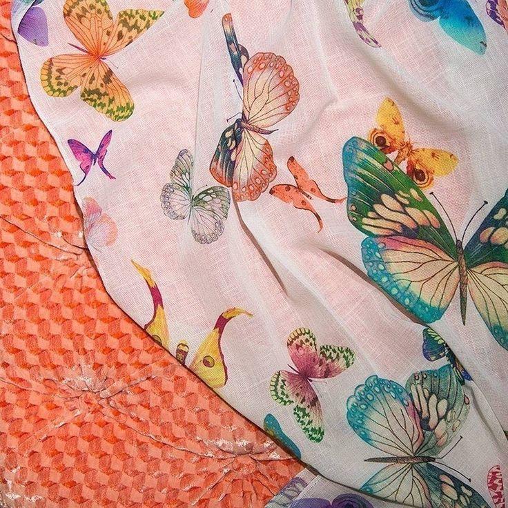 #бабочки снова в тенде #лен #Gilligan @persanhomestudio с ярким принтом в #galleria_arben #papillon #butterfly