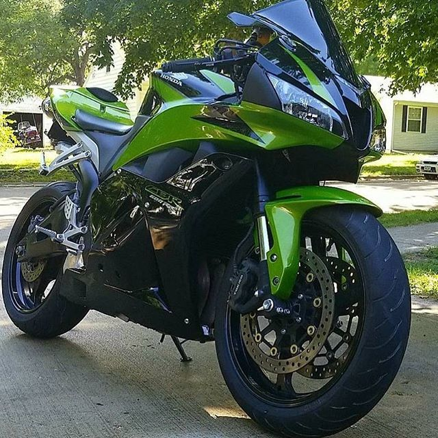 The green machine!! 2009 Honda CBR 600 RR. . . . . Ride safe my friends! #cbr600rr #cbr #cbrlovers #honda #sportbike #motorcycle #biker #sportbikelife #bikerlife #motorcyclelife #sportbikeaddicts #kickstarter #motorcycleporn #bikerchick #bikersofinstagram #motorcyclesofinstagram #instamoto #instamotorcycle #followme #follow4follow  #onlytattooedbabes #onlytattooedhunnies #inkedgirls #nofear #fastbikes