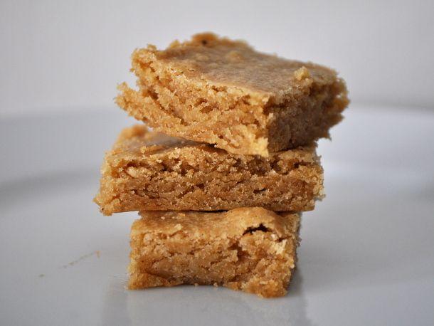 Brown Butter Blondies via http://www.seriouseats.com/recipes/2013/07/brown-butter-blondies-recipe.html