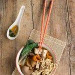Zuppa di miso vegana con tofu e funghi