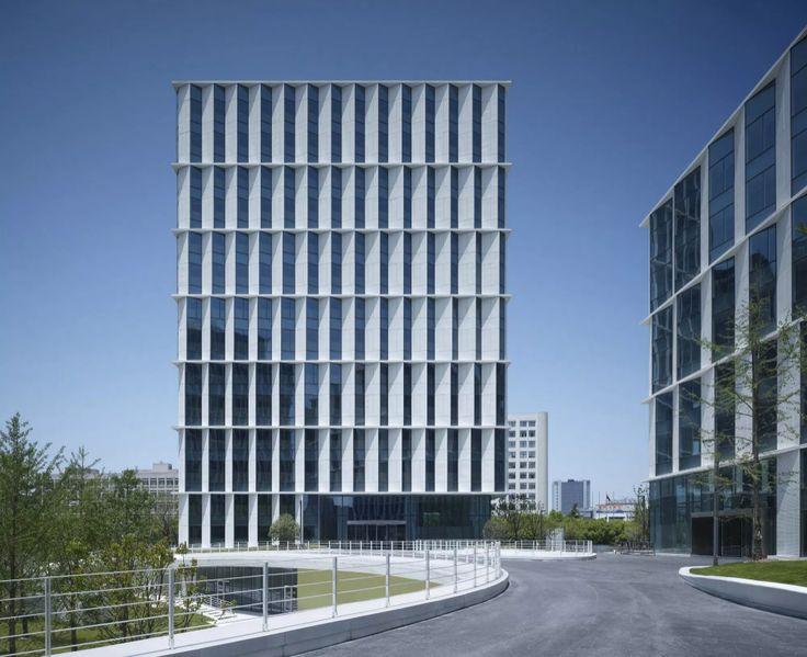 Nouvelle architecture de bâtiments de bureaux Conception de façades