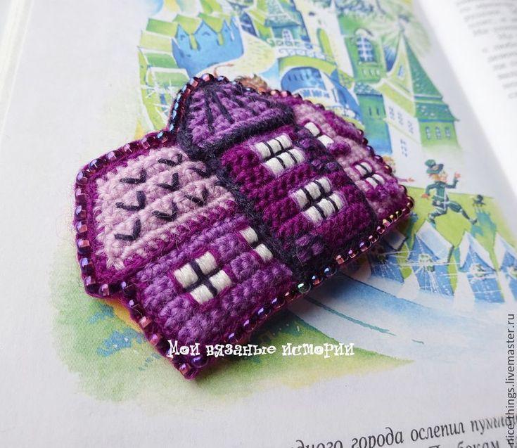 Купить Брошь вязаная, вышитая Фиолетовый городок 3. Смешанная техника - фиолетовый, брошь