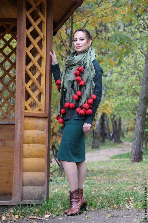 """Купить Валяный палантин """"Красные тюльпаны"""". - зеленый, цветочный, аксессуары, палантин, Шали, шарфы"""