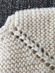 Es una preciosa chaquetita de talla 0/3 meses. Está tejida con algodón de tres cabos ( usarás poco mas de 100 gr) y agujas del...