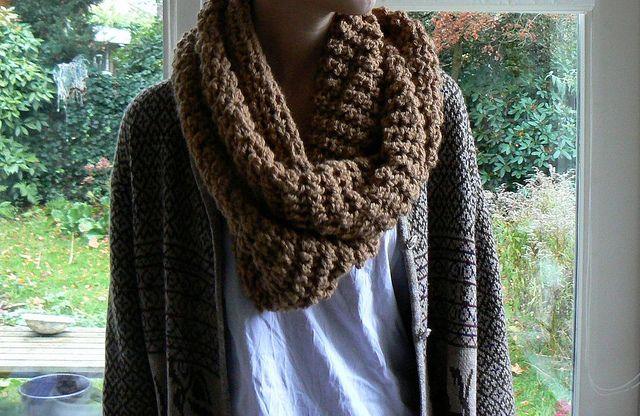 Gehaakte cirkelsjaal/ Crocheted circle scarf