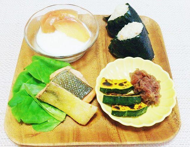 朝食 breakfast . ・焼き鮭(Grilled Salmon) ・焼きかぼちゃ(Grilled Pumpkins) ・煮豆(Simmered Beans) ・りんごのコンポートのヨーグルトがけ (Apple Comport&Yogurt) ・おかかおにぎり(Rice Balls/Onigiri) . #自炊 #自炊生活 #自炊記録 #自炊女子 #自炊系女子 #ワンプレート #ワンプレートごはん #おうちごはん #大学生 #大学生ごはん #大学生活 #和食 #instagood #instalike #instafood #instlike #instgood #breakfast #beans #healthy #healthyfood #healthyrecipes #homecooking #like4like #japanesefood #japanesestyle  Yummery - best recipes. Follow Us! #healthyrecipes