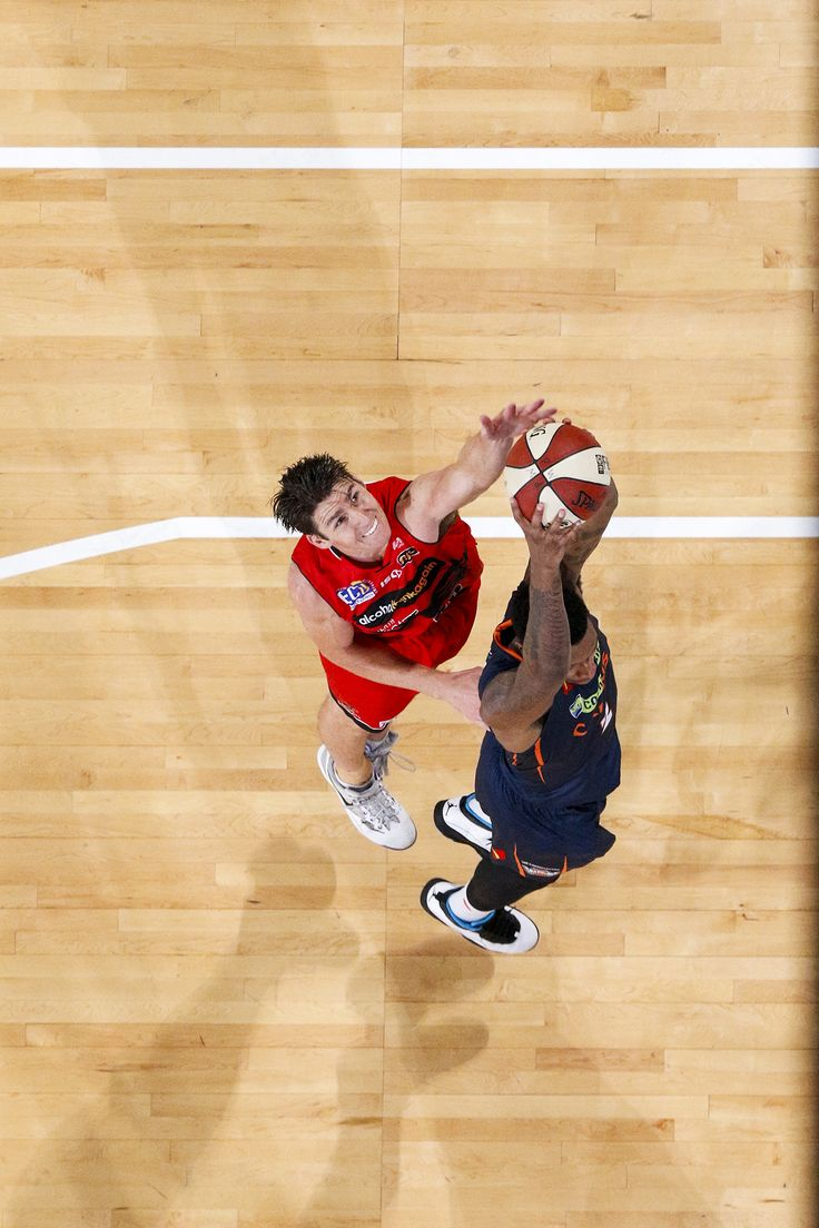Five-time NBL Best Defensive Player contests a tough rebound. Photo Tomasz Gregorczyk/Perth Wildcats
