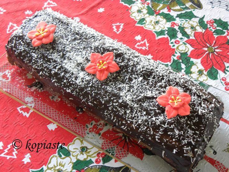 This Christmas Chocolate Wafer Coconut Roulade is made with a biscuit base crust and is filled with pastry cream, topped with chocolate ganache. / Αυτό το Χριστουγεννιάτικο Ρολό Σοκοφρέτας με Καρύδα το έφτιαξα με μια βάση από μπισκότο και με γέμιση από κρέμα ζαχαροπλαστικής και επικάλυψη γλάσου σοκολάτας. http://www.kopiaste.info/?p=2817