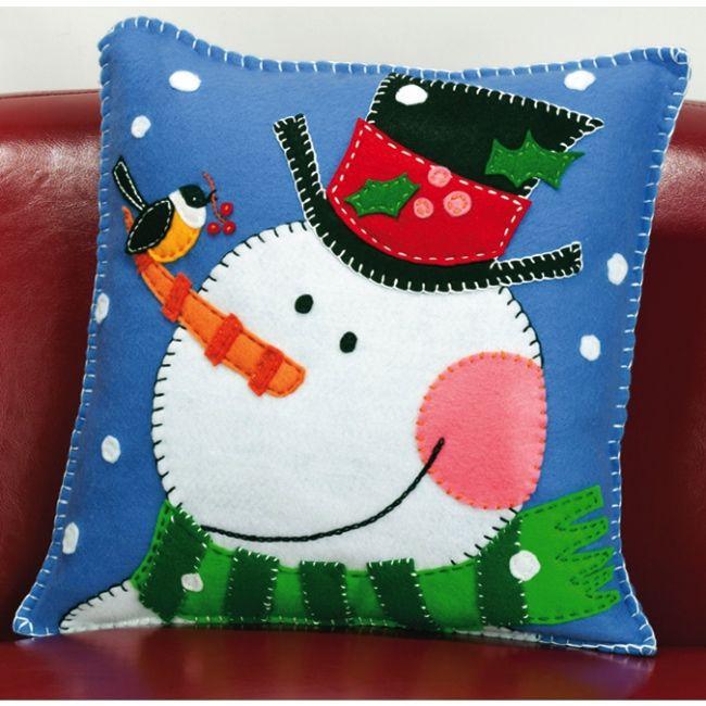 Snowman Cushion Knitting Pattern : 1000+ ideas about Felt Pillow on Pinterest Felt cushion, Wool and Wool pillows