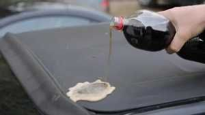 Cola wirkt gegen fiese Flecken wahre Wunder. (Screenshot: Bit Projects)