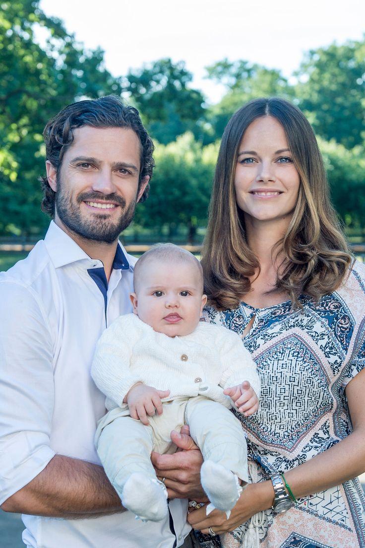 Prinz Carl Philip von Schweden und Prinzessin Sofia: Erstes Foto mit Sohn Alexander! Außerdem: Der Tauftermin steht fest.
