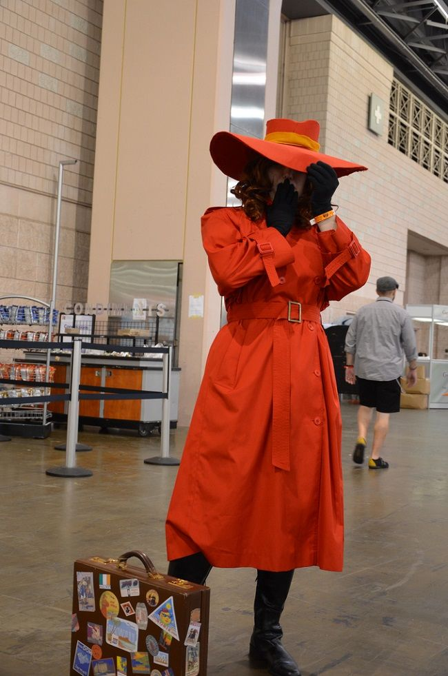 Carmen Sandiego costume idea