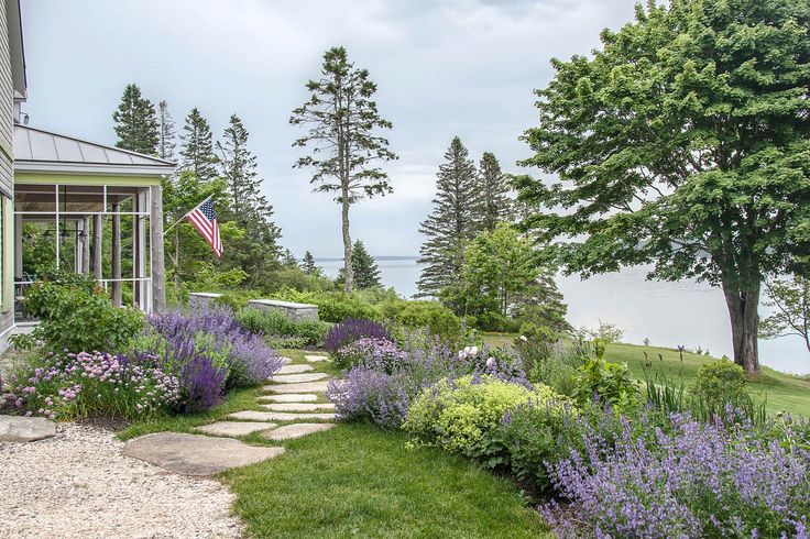 Landscape Architect Visit: Clamshell Alley on the Coast of Maine by Matthew Cunningham: Gardenista