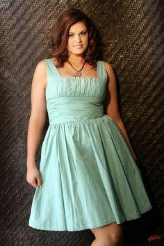 pretty and flattering neckline, waist and color - Plus Size Party Dress Vestido de fiesta gordita
