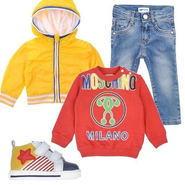 Anche per i più piccoli l'aria della primavera si fa sentire con i bellissimi colori proposti in questo outfit. Felpa a maniche lunghe, bomber multitasche con polsini in maglia, jeans e sneakers in pelle.