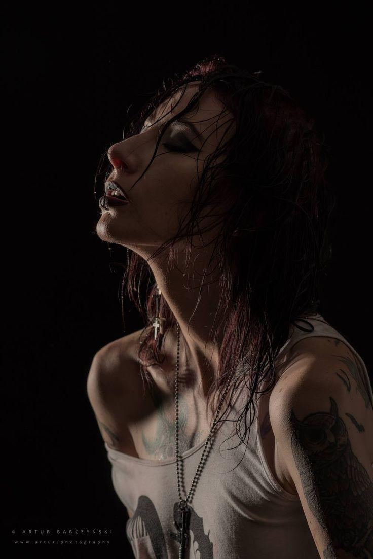 Fotograf: Artur Barczyński Modelka: Marta Wojdalska MUA: Marta Lityńska Polub mnie na Facebooku: https://www.facebook.com/MartaLitynskaMSB  A to mój Instagram: https://instagram.com/martasarablanka