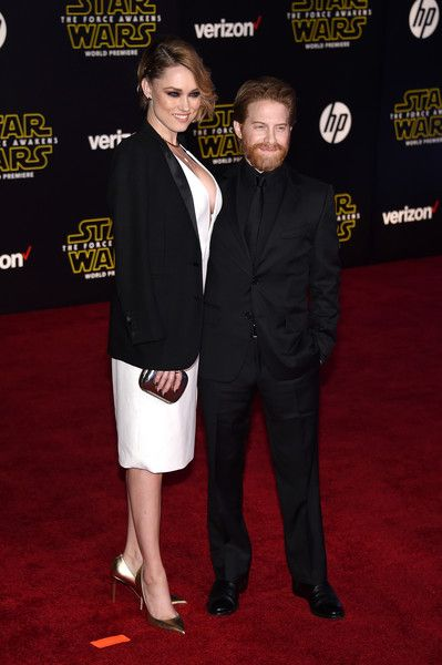 Clare Grant and Seth Green - Celebrity Couples with Extreme Height Differences - Photos