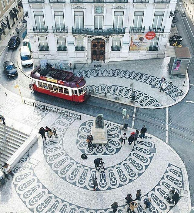 Lisbonne est la capitale et la plus grande ville du Portugal. C'est une ville illuminée avec d'architecture est unique.