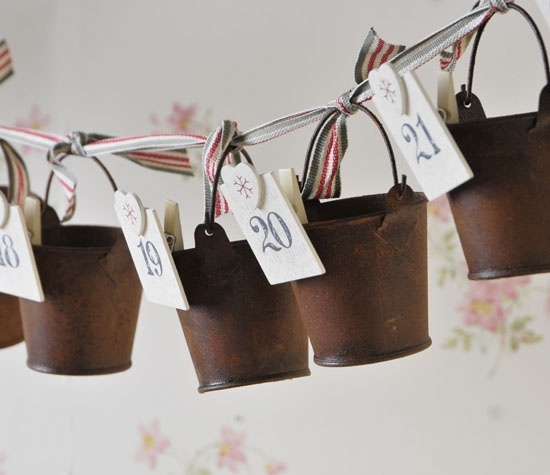 Advent Hanging Rusty Buckets Seasonal Decor > Country Christmas