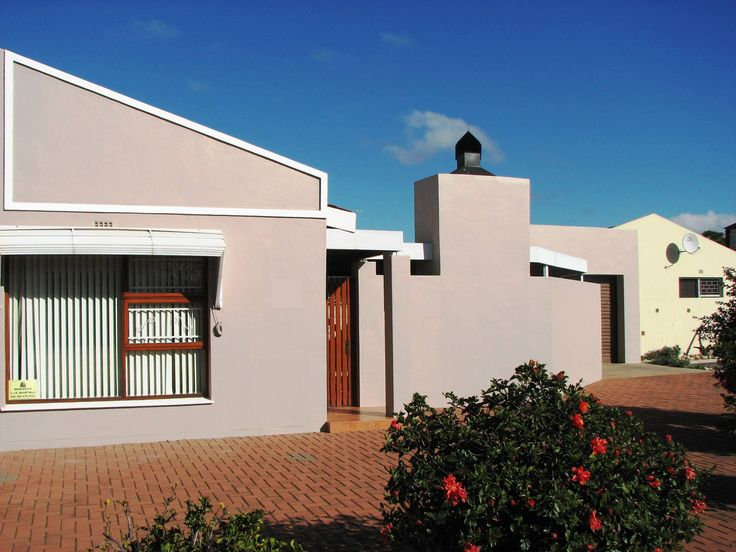 Well maintained two bedroom home with open plan living area in private complex. Lovely outdoor braai-area compliments this unique home. Ideal opportunity for first time buyers! http://www.propertyselldirect.co.za/viewproperty3111738%20%20.cp