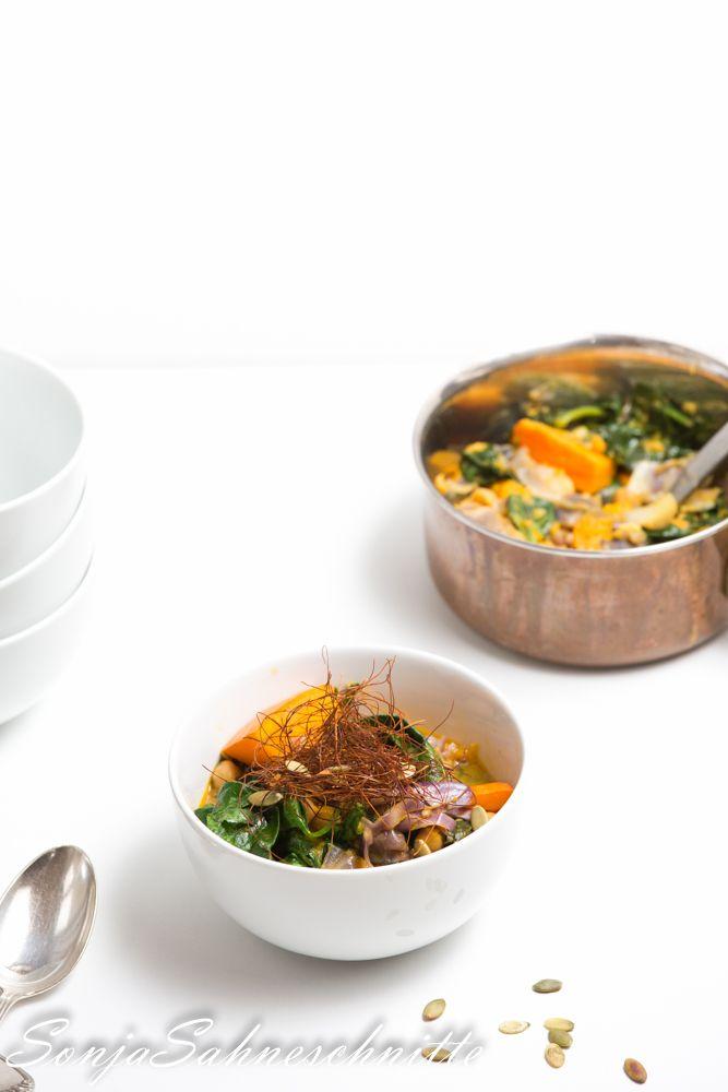 Kokos-Kürbis-Curry mit Kichererbsen, Spitzkohl und Spinat (vegan) – Coconut pumpkin curry with chickpeas, sweetheart cabbage and spinach (vegan) | Süße Sachen selber machen #feierabendküchen, #kicherebsen #veganrecipes #veganfood #food #foodblogger #kochen #kichererbsen #chickpeas #pumpkin #kürbisrezept #kürbis #curry #spinach #vegetarian #vegetables #vegan #cooking #colorful #easyrecipe #easydinner #easy #quick #cabbage #lunch #mittagessen #abendessen
