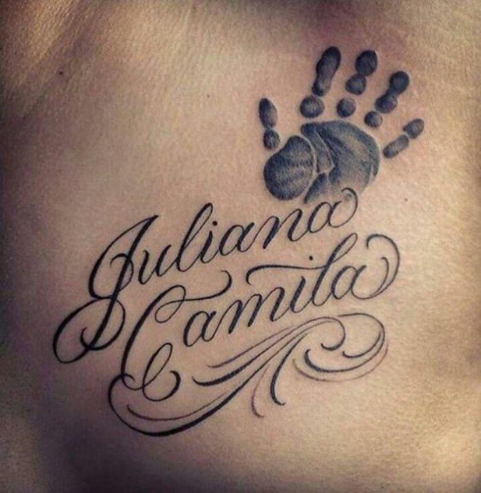 Tatuajes De Nombres Importante Tatuaje De Hijo Dos Nombres Dibujo De La Mano Del Hijo Be Tatuajes De Nombres Tatuajes De Hijas Tatuajes Para Nombre De Bebe