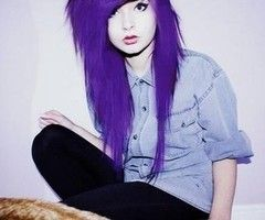 Tired of seeing all these scene posers on Pinterest I mean c'mon her purple hair is colored with the beautify app it's just black -skylove