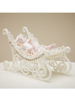 Made from pastillage, this detailed winter sleigh would look beautiful on top of a Christmas cake.