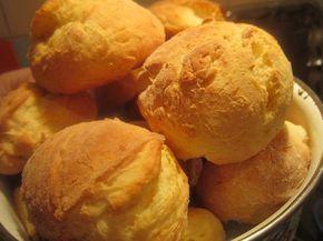 Продукты для теста булочек: 2 пачки творога 2 яйца 2 ст.ложки сахара 1 пакетик разрыхлителя 2 стакана муки пол чайной ложки соли Как приготовить домашние булочки: Творог и сахар хорошенько …