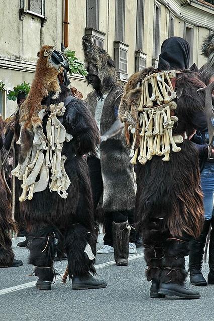 """Carnevale di Austis """"Sos Colonganos e S'Urtzu"""""""