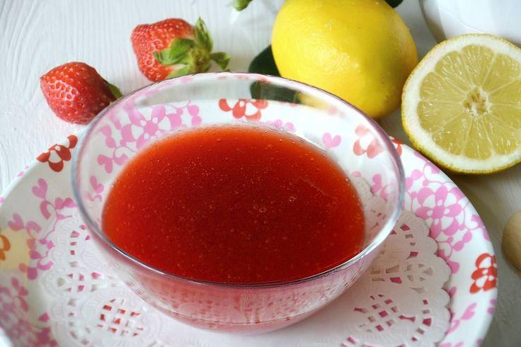La coulis di fragole è la più famosa delle coulis dolci, è una salsa a base di frutta e zucchero che serve per guarnire o accompagnare