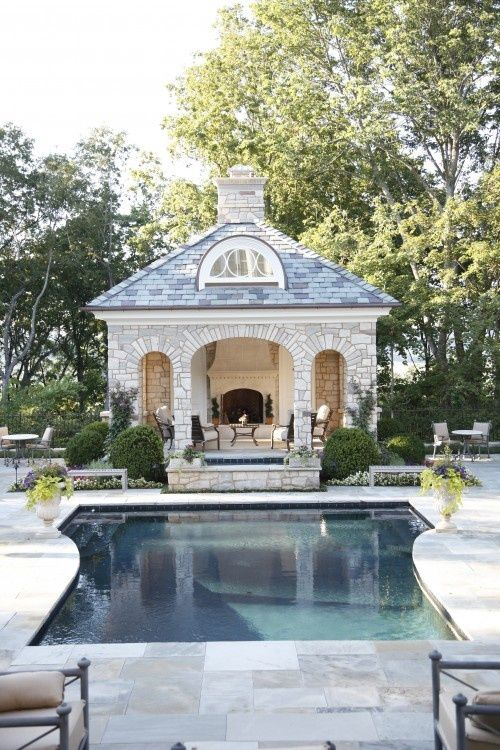 Ob boy, this pool house with fireplace is my favourite garden feature ever!