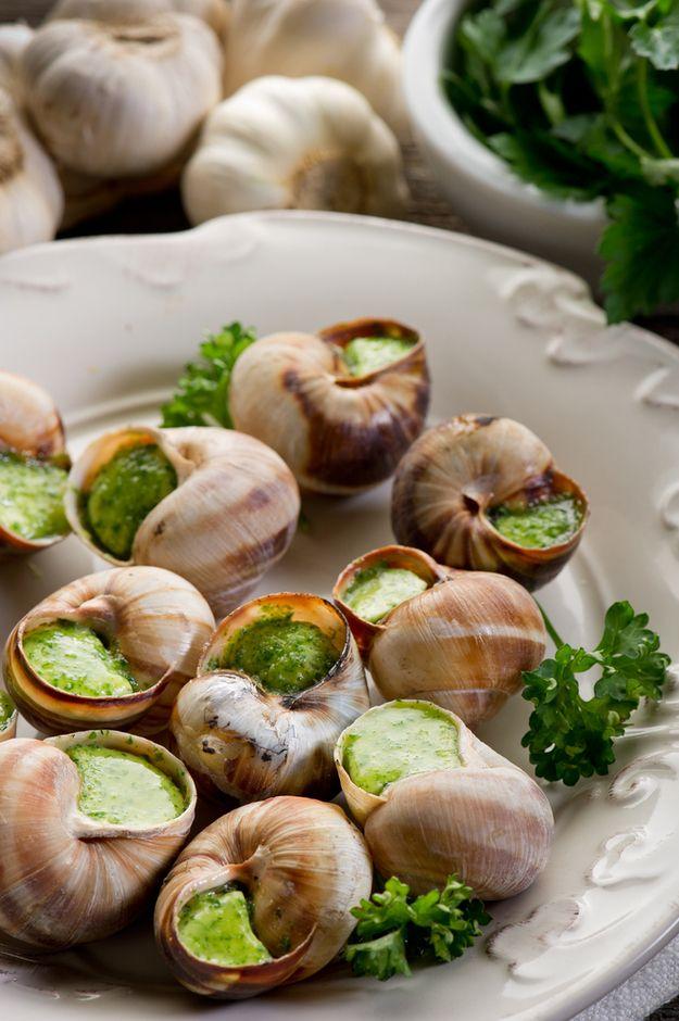 Escargots   Les escargots à la Bourguignonne sont un mets classique à base d'escargots faisant partie de la cuisine ménagère bourguignonne en France. La préparation, longue sous sa forme usuelle, à base d'escargot de Bourgogne (Helix pomatia) dit aussi gros blanc, est présentée logée au fond de la coquille et recouverte de beurre additionnée de persil haché et d'ail pilé, puis passée au four.