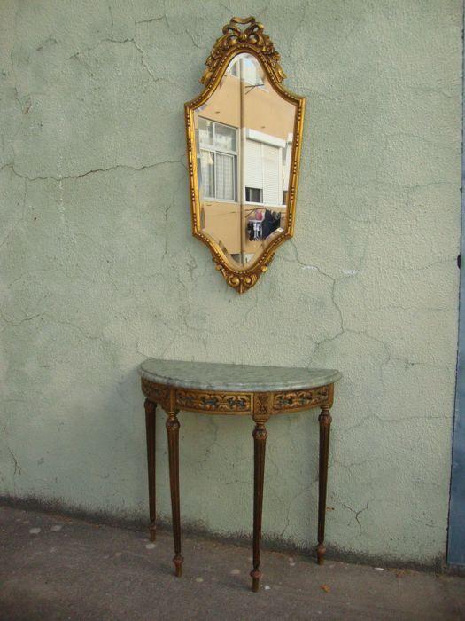 Console met marmer steen en Venetiaanse spiegel Italië 20e eeuw  Opmerking: Bekijk de foto's met alle relevante detailsGekocht in een oud paleis in centraal Lissabon - ChiadoConsole met marmeren steen en Venetiaanse spiegelItalië - goede staat - maatregelen dienen 73 x 74 x 34 cm - spiegel 97 x 40 cmVerzend met zorg- en geregistreerde  EUR 250.00  Meer informatie