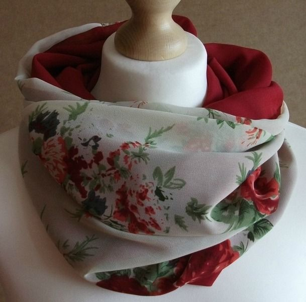 Cuello tubular reversible - Rosas rojo de LoLahn Handmade por DaWanda.com