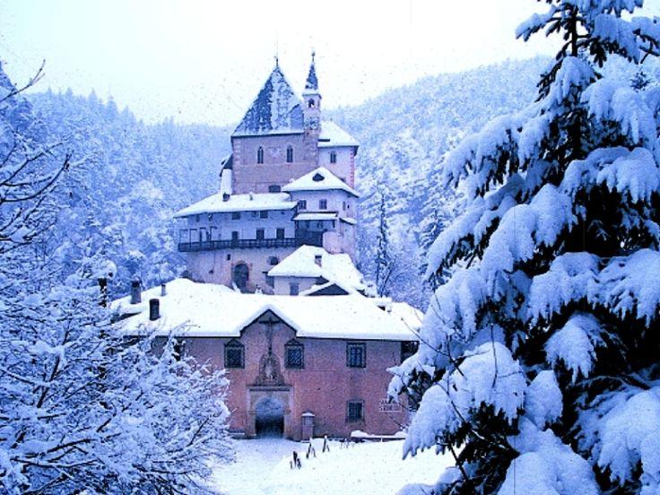 Il #Santuario S.Romedio si trova a Sanzeno in Val di Non in #Trentino - www.tiamotrentino.it