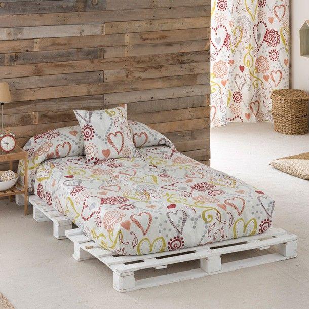 Edredón Ajustable LOVE de la firma Sansa. Corazones de diferentes formas y tamaños se dibujan entrelazados repartidos por todo el diseño. Una bonita idea para renovar tu ropa de cama.