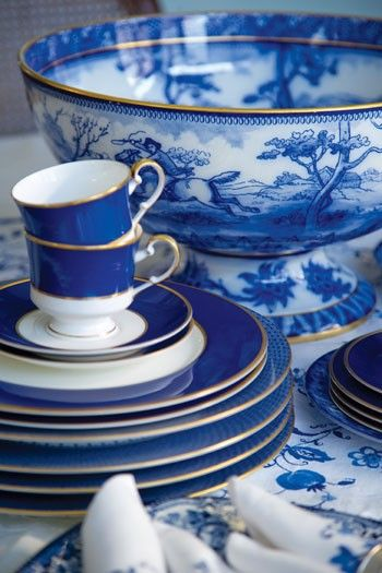 Gorgeous china.: Punch Bowls, Beautiful Blue, Blue China, Blue Dishes, White China, Teas Sets, White Dishes, Bedrooms Decor, Blue And White