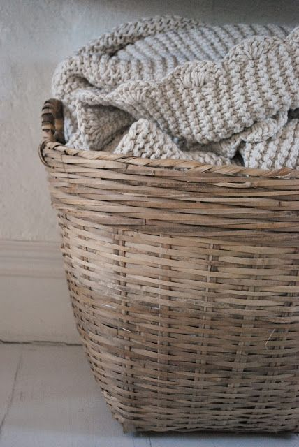Julias Vita Drömmar... simple and beautiful edging on a garter blanket.
