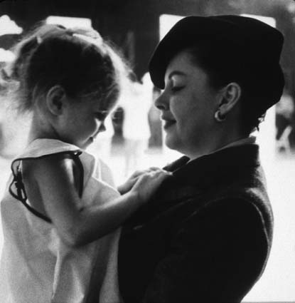 Judy Garland and daughter Lorna Luft being unbelievably precious.
