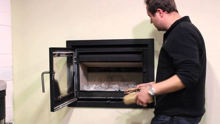 Richard Poulter demonstrates over night burning in the Morso 5660 wood burner
