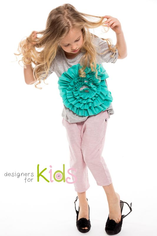 Cool outfit, t-shirt with flower application and loose pants for a perfect summer casual look. With love from Designers for kids