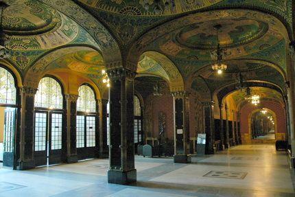 A Kultúrpalota Marosvásárhely főterén álló meghatározó épület, amely 1911 és…