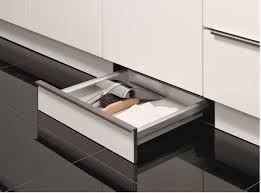 Znalezione obrazy dla zapytania szuflada kuchenna w dolnej listwie