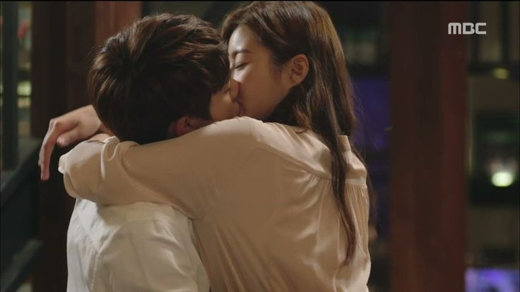 Behind-the-scenes video catches Jeju Island Gatsby stars and crew watching Yoo Yun Suk and Kang So Ra's intimate kiss