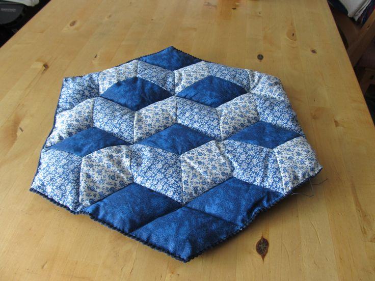sedák ve tvaru hexagonu