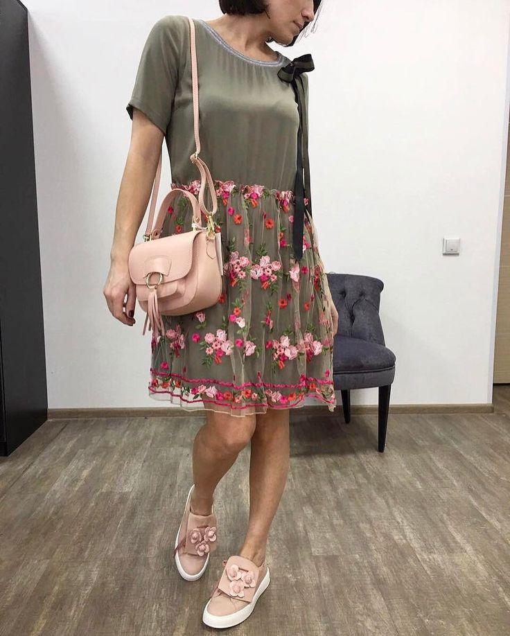 🇮🇹в наличии очень красивое весеннее платье! Размер 44 💥цена 6300 🇮🇹сумочка кросс-боди из кожи! 💥цена 4300 👆🏼слипоны проданы ✈️отправлю в любой город ( доставка 4-6 дней по всей России) 👌🏼подберу по вашим параметрам точный размер 📱 what's up 8-913-946-6565 #базовыйгардероб #одеждавналичии #стильныйобраз #итальянскаяодеждановосибирск #итальянскаяодежданск #одежданск #стильнаяодежда #москва #владивосток #хабаровск #иркутск #красноярск #пермь #челябинск #ростов#стильнаяодежда…