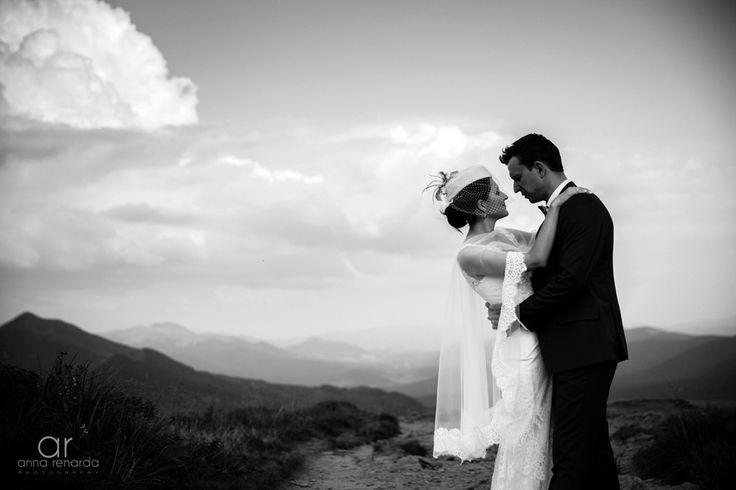 Bieszczady mountains wedding session. Plener ślubny w Bieszczadach. Fotografia ślubna www.annarenarda.com