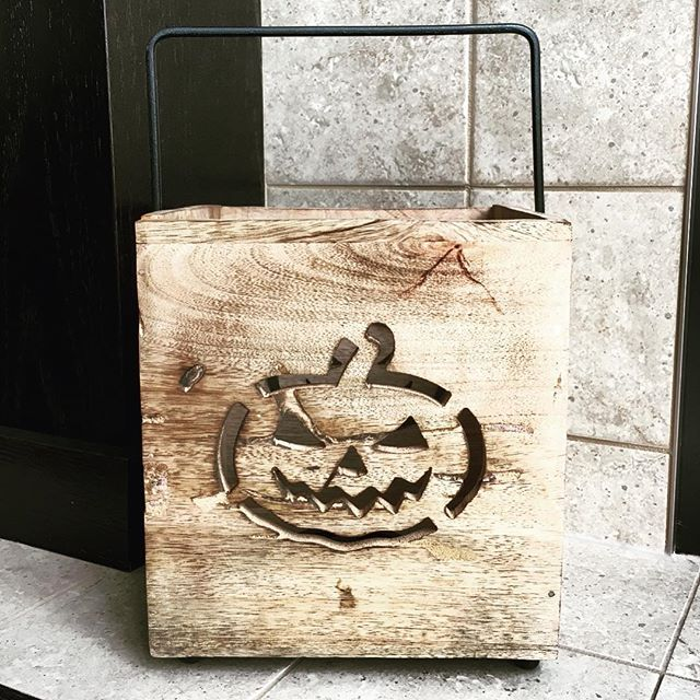 This wooden #lantern from @homesensecanada is the perfect way to light a pumpkin this halloween without carving one!  Make sure to use with LED candles!⠀ .⠀ .⠀ .⠀ #pumpkin #herringbone #grey #homesense #myfind #winners #tjx #myhomesense #decor #halloween #thanksgiving #fall #autumn #stuffedpumpkin #winnersfabfinds #myfabfind #decoration #halloweendecoration #homegoodshappy #jackolantern #happyhalloween #candle #candleholder #lantern #styledtosparkle