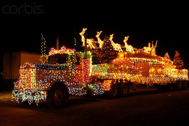 STRANGE MOVING CHRISTMAS LIGHTS - SEMI TRUCK - REINDEER AND ALL!